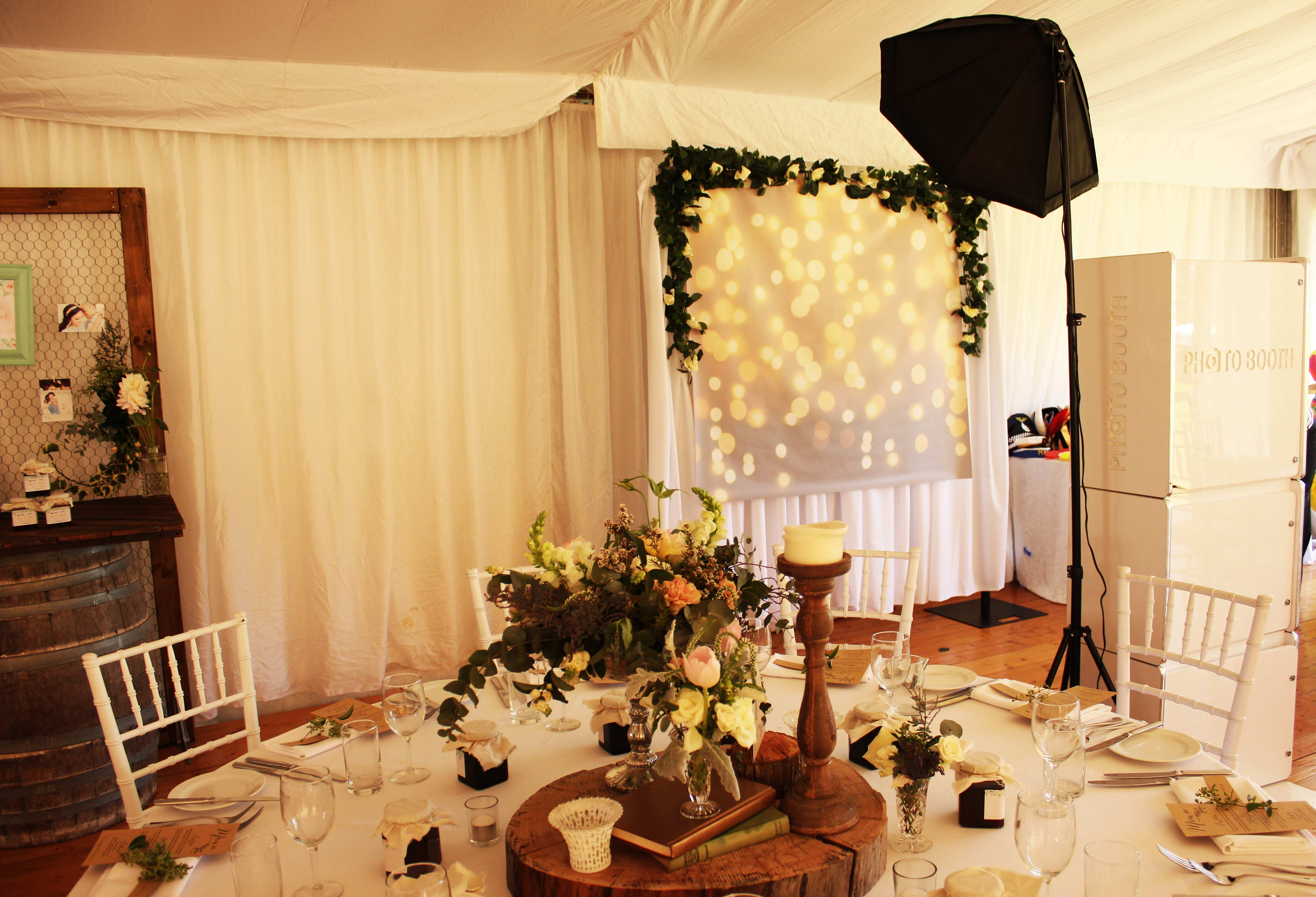 Hills-Photobooth-for-hire-sydeny-classic-open-booth-with-gold-light-back-drop2